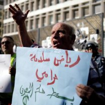 Lebanese bank staff to decide whether to end or extend strike